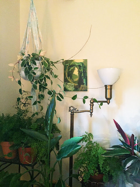Housplant Display with Painting, Noderer Home