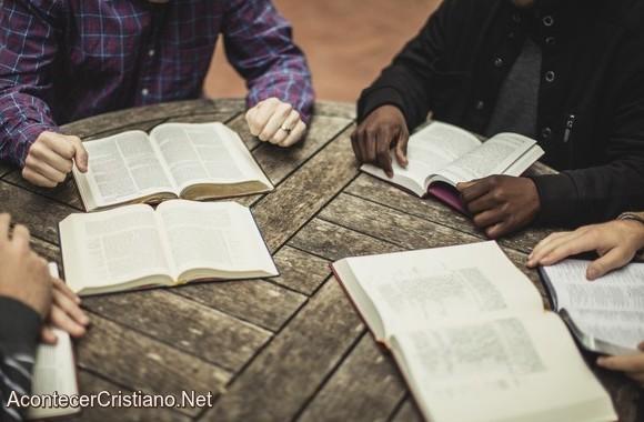 Grupo de estudio bíblico en casa