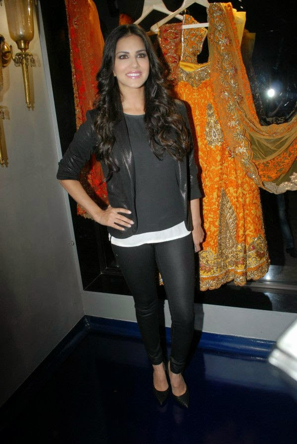 Sunny Leone at Mayyur Girotra Couture Opening