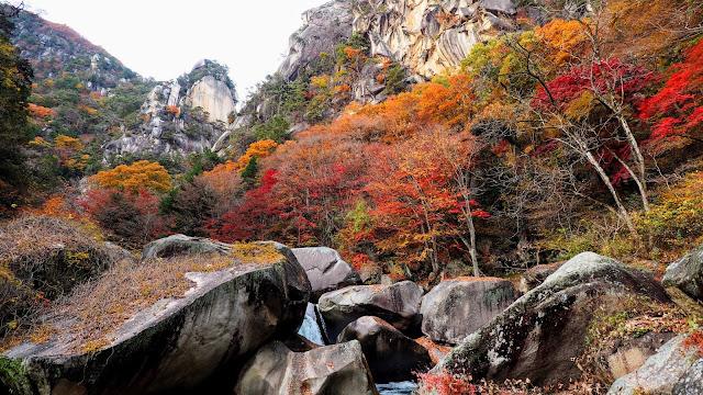 塩山駅からクリスタルラインを通って琴川ダム・乙女高原を経て昇仙峡へ。千代田湖を経由して甲府駅へ下りるサイクリングコース