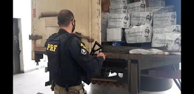 PRF apreende carga de bebidas contrabandeadas em Barra do Turvo
