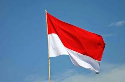 gambar bendera merah putih di langit