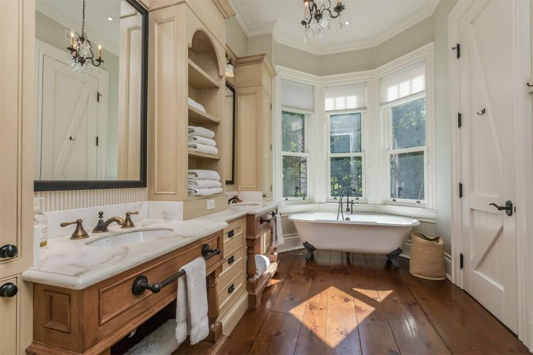 6 Trending Colors for Your Next Bathroom Renovation