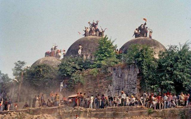 బాబ్రీ  కూల్చివేతలో కుట్ర లేదు : సిబిఐ ప్రత్యేక కోర్టు సంచలన తీర్పు - There was no conspiracy in the demolition of Babri: CBI Court
