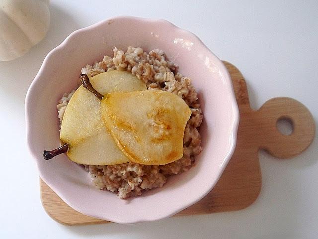 Jesienna owsianka z karmelizowaną gruszką - Czytaj więcej »