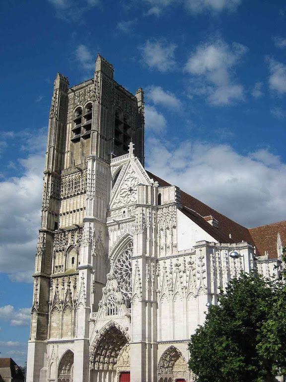 Atual catedral de Sens (Borgonha, França).