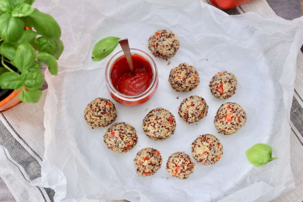 Quinoabällchen mit Mojo rojo