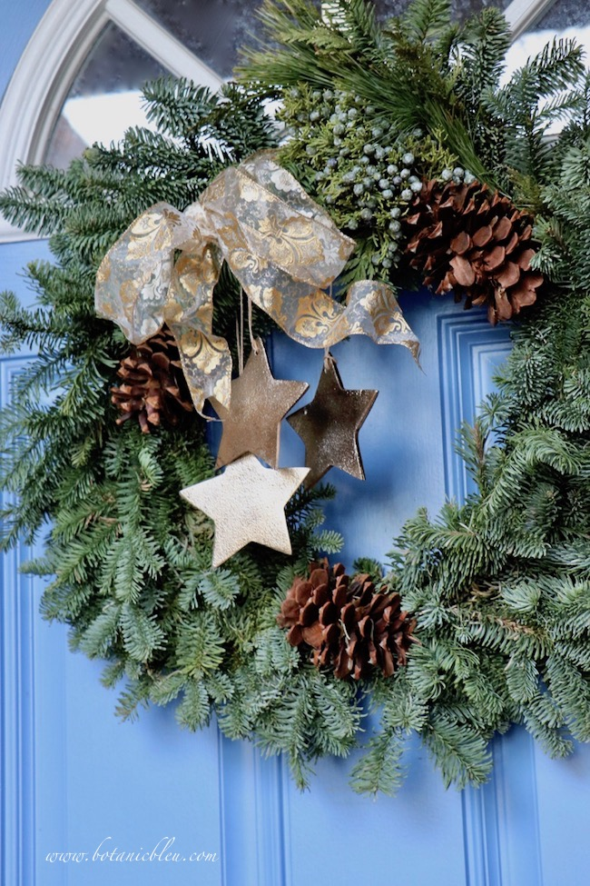 Tips for best ever Christmas wreath on front door with skimpy bow before makeover