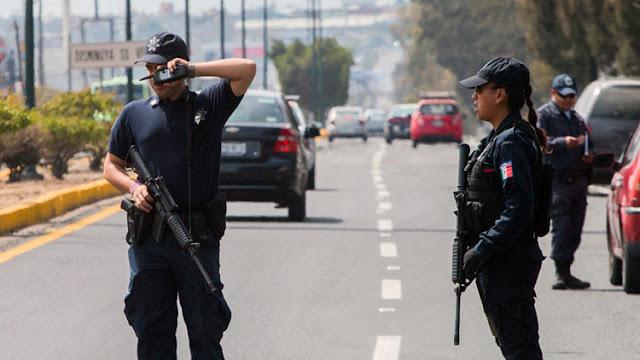 México: Encuentran a un sacerdote 'secuestrado' entrando y saliendo de un hotel con un menor