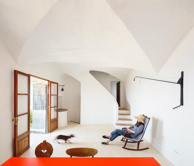 Salón y cocina casa restaurada Mallorca