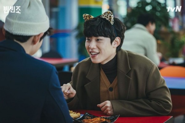 9 Photos of Kim Sung Cheol Reuniting with Song Joong Ki in Korean Drama Vincenzo