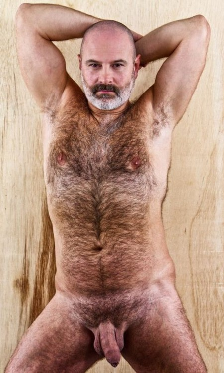 Rea men have hairy bodies