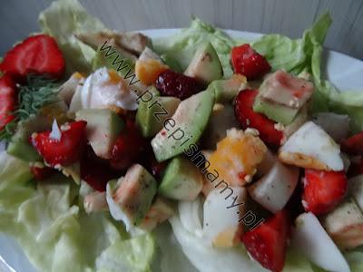 Sałatka z awokado i truskawek