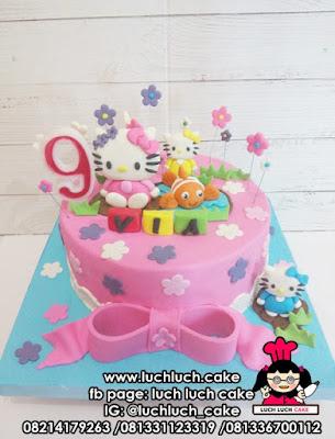 Kue Tart Fondant Hello Kitty dan Ikan Nemo