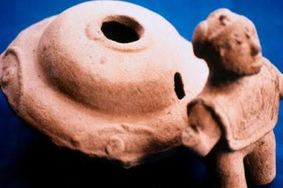 'Flying Saucer' e figurine umanoidi della collezione Acámbaro.