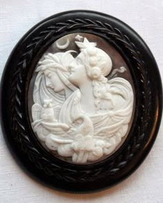 In Quality Earnest Antique Early Carved Shell Cameo Victorian Ladies Brooch Excellent