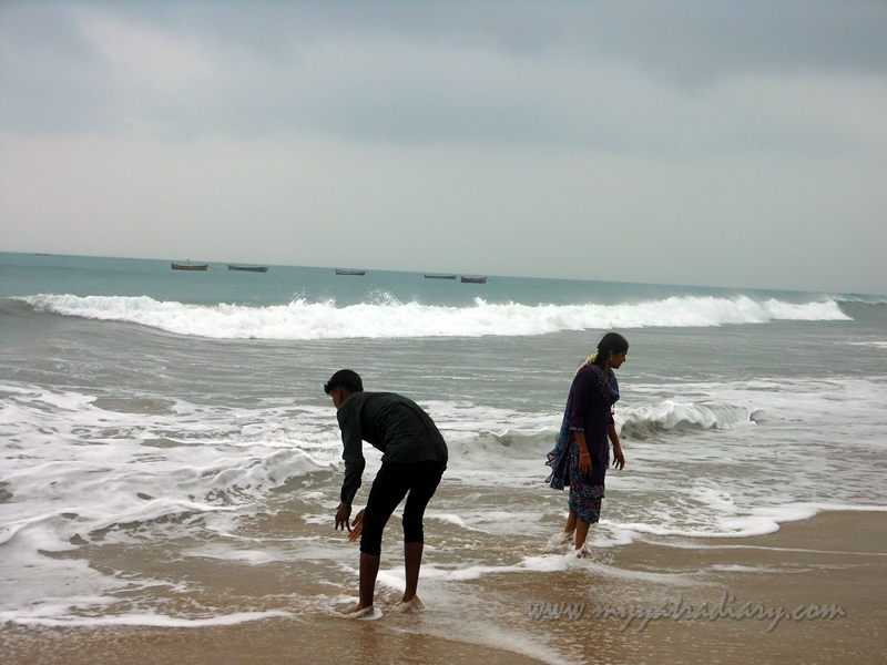 People at Dhanushkodi Beach, Rameshwaram