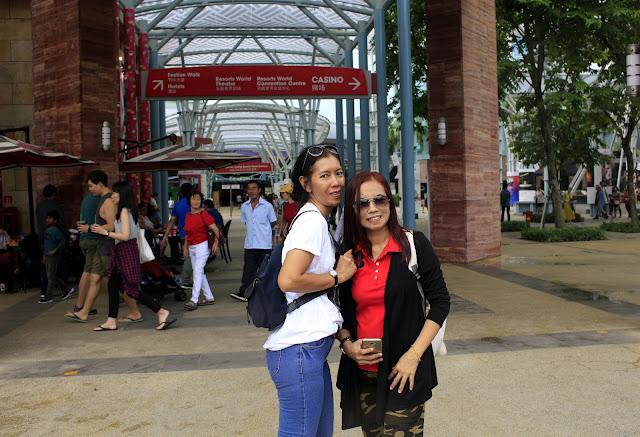 Jalan-jalan di Sentosa Singapore Bersama Temanku