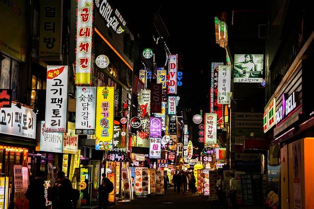 aplikasi belajar bahasa korea - Bahasa korea adalah salah satu bahasa paling trend di kalangan anak muda, pernah nonton film korea? Nah kebanyakan anak muda belajar bahasa korea melalui film dengan bahasa ini, selain itu bahasa korea juga digunakan untuk para tenaga kerja indonesia di korea karena di korea memiliki gaji yang cukup besar dibandingkan di Indonesia sendiri.