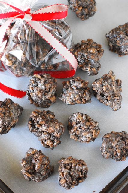 No-Bake Lumps of Coal {aka: Oreo Cocoa Krispie Treats Coal} ~ Whip up a batch for those on your naughty list!  www.thekitchenismyplayground.com