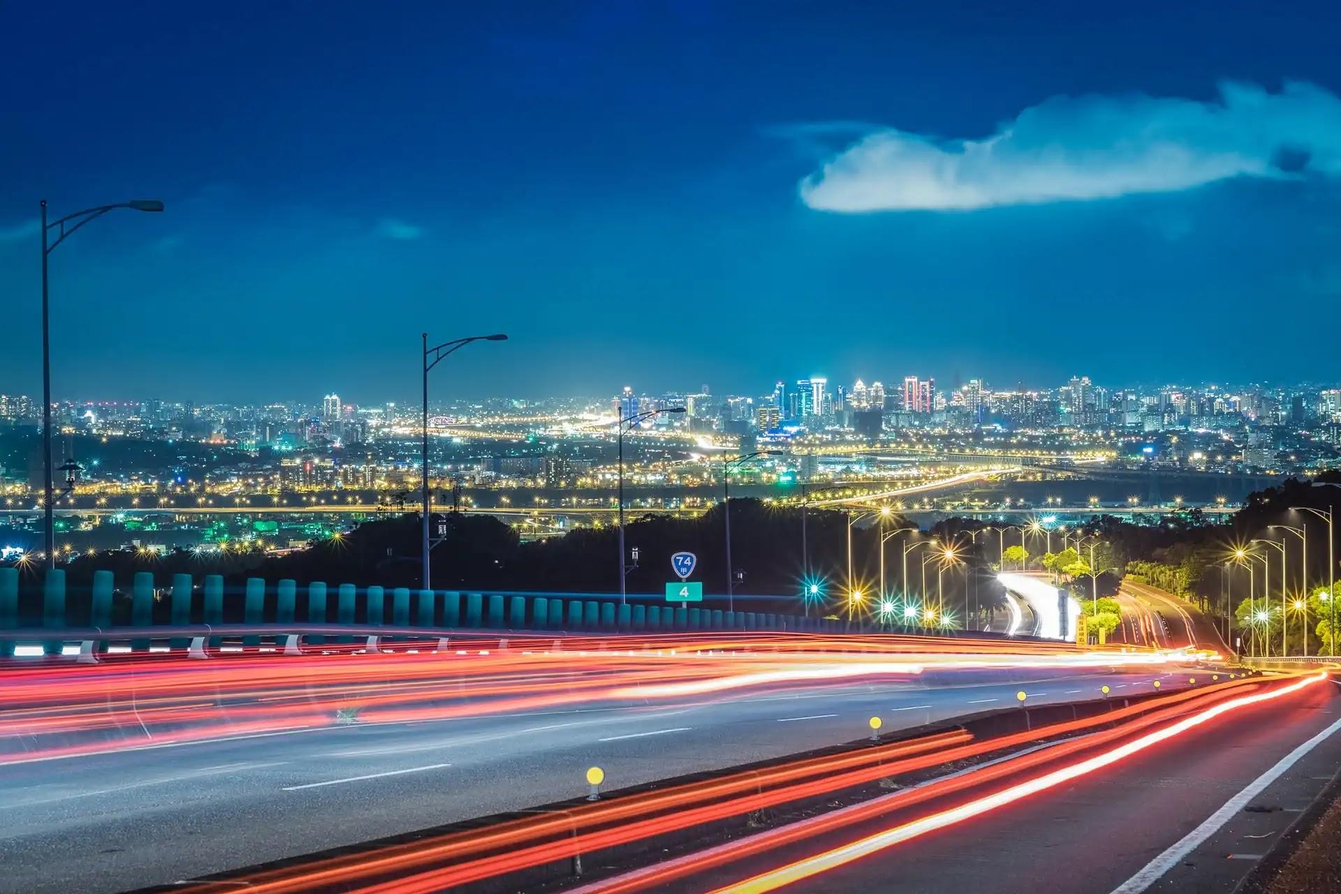 aprende ingles trafico coches autovia ciudad carretera noche luces