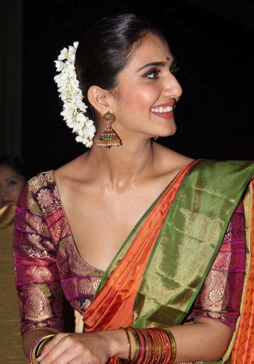 Vaani Kapoor Spicy Look Photos In Green Saree