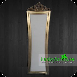 Standing Mirror Klasik Mahkota     dengan model klasik , standing mirror lantai  ini telihat bagus dan indah. di buat dengan  material kayu Mahoni dan finishing yang berkualitas, memberikan nuansa  elegant , cermin / mirorr ini dapat di jadikan pelengkap interior . Cermin yang kami sediakan variabel dari yang jenis ukiran, bahan kayu jati maupun mahoni , gaya klasik / minimalis dll. Untuk melihat koleksi model yang lain silahkan lihat di sini