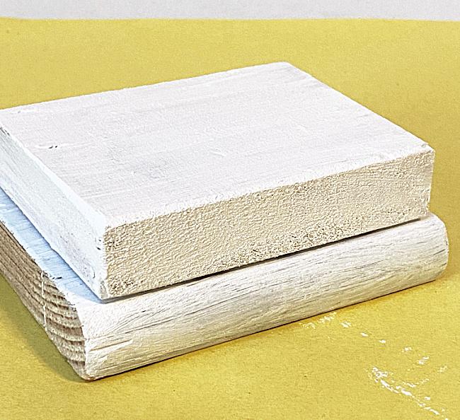 stack of 2 white blocks