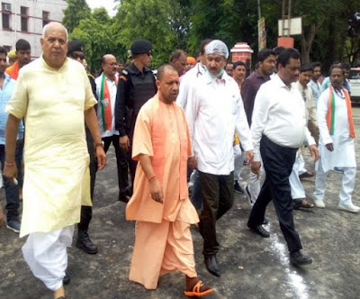 CM Yogi Visits Khushi Nagar Hospital News In Hindi Uttar Pradesh