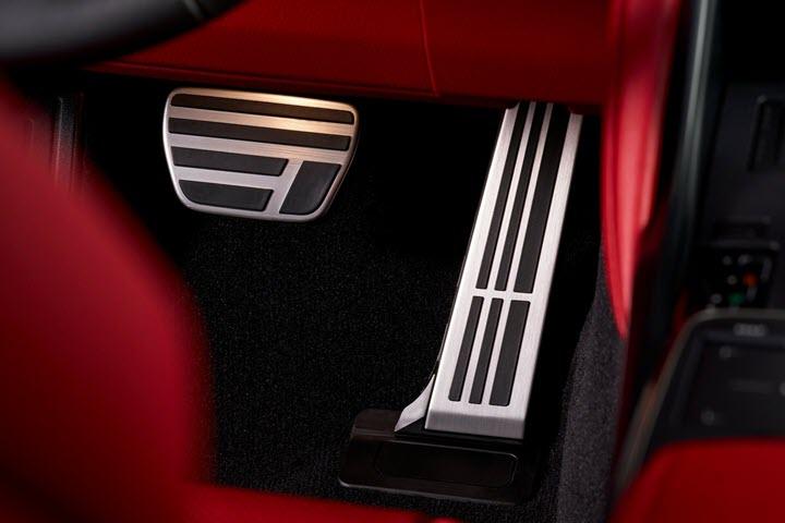 Lexus IS 2021 lộ diện, thách thức Mercedes C-class
