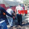 Personel Polsek Biringkanaya Bersama Polantas, Pindahkan Mobil  Yang Habis Terbakar
