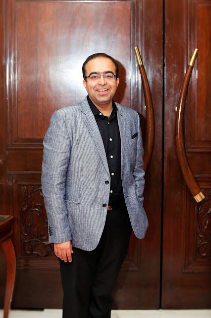 Dr Rohit Batra,Dermatologist at Derma World Clinic