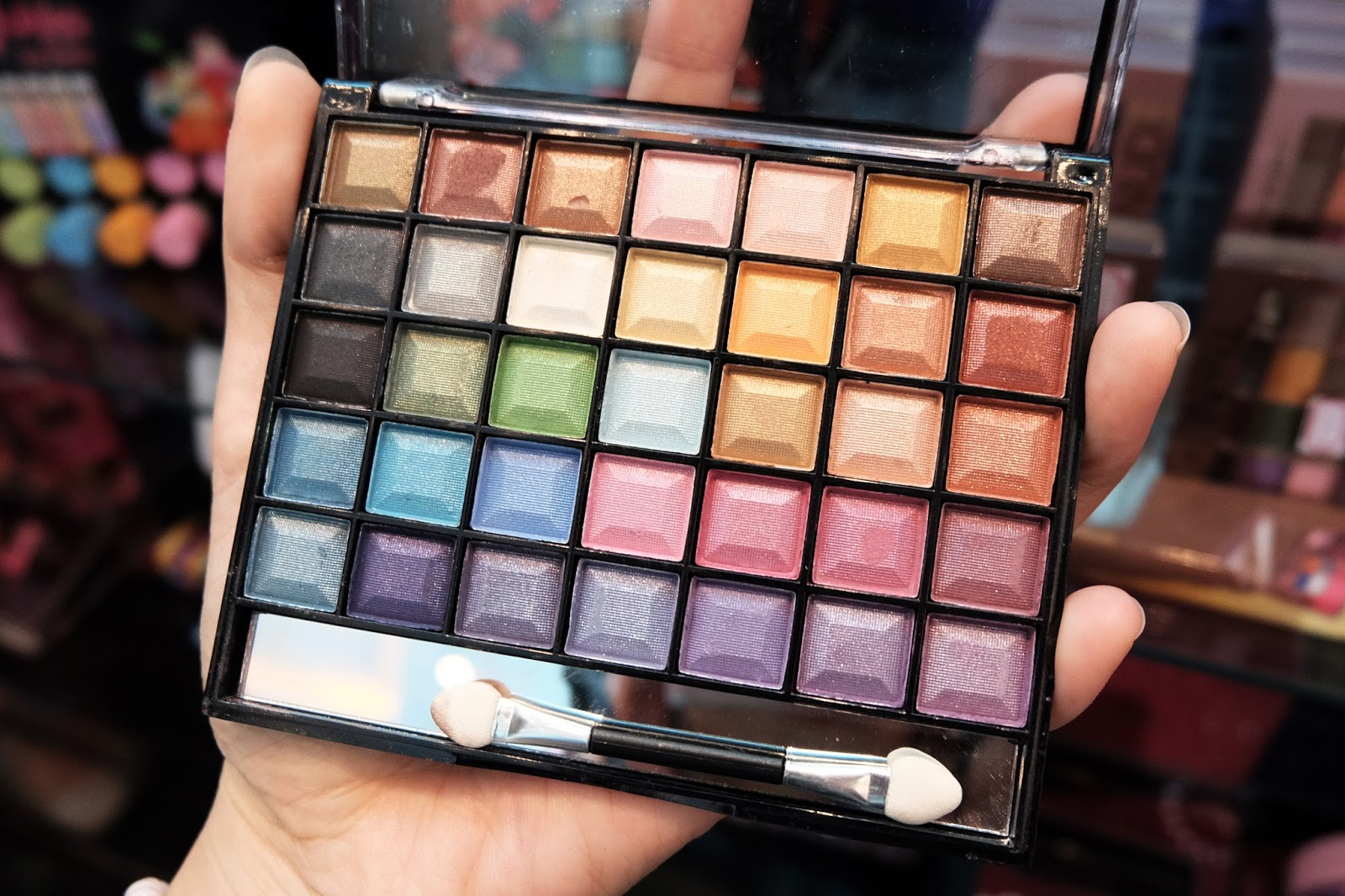 mukka kosmetik 35 color eyeshadow palette | bigdreamerblog.com