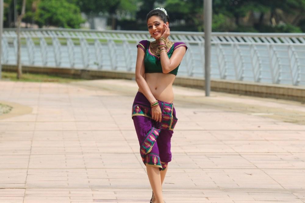 Actress Parvathi melton navel show photos