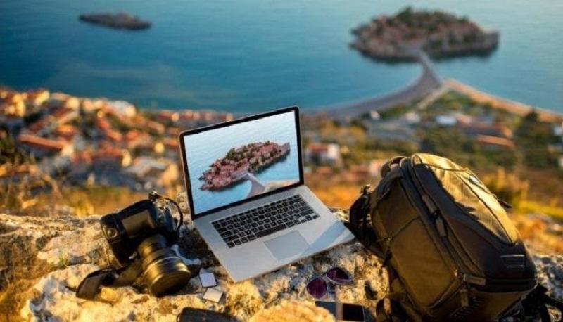 Aksesoris Laptop yang Mendukung Aktivitas Traveling Kamu