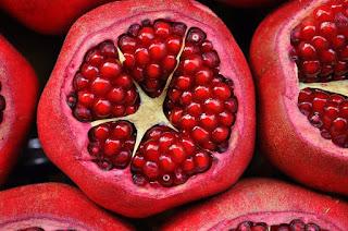 pomegranate in dream, pomegranate dream meaning