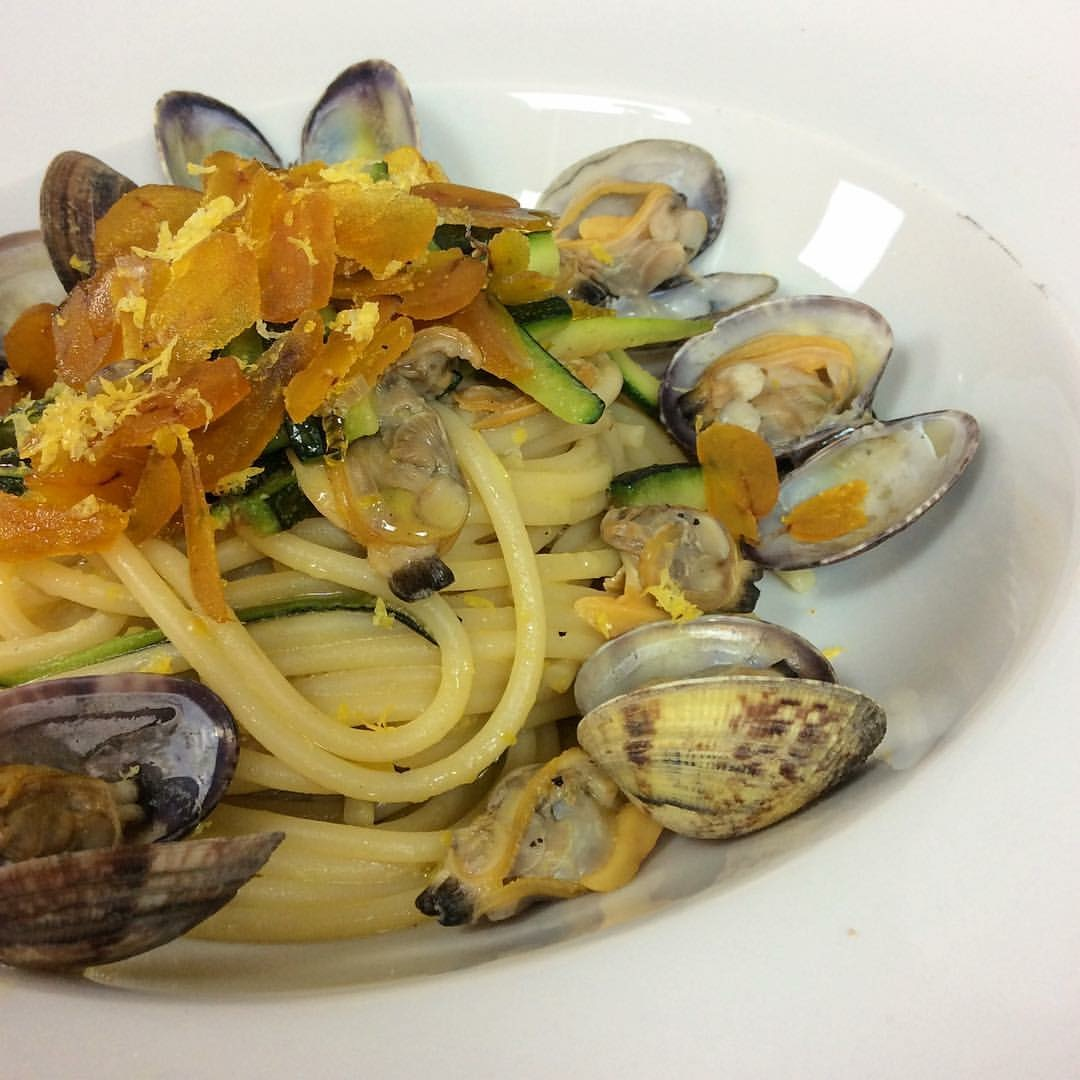 Lemon flavored spaghetti with clams, zucchini and bottarga