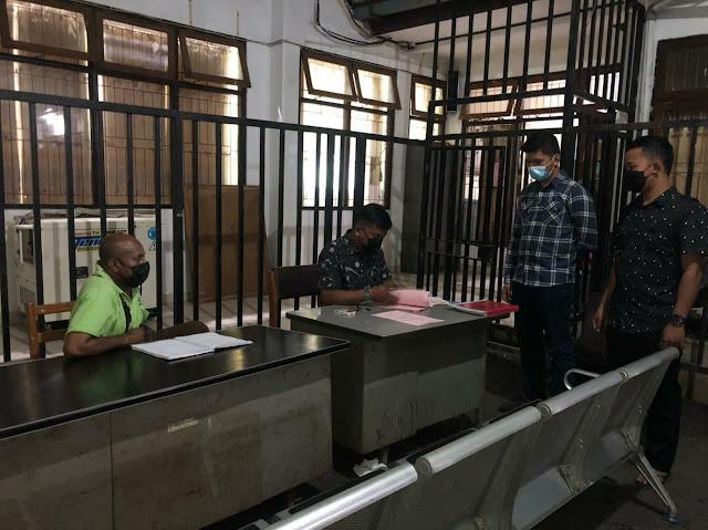 Penyidik Sat Reskrim Polresta Serahkan Dua Tersangka Pencurian ke Kejari Jayapura