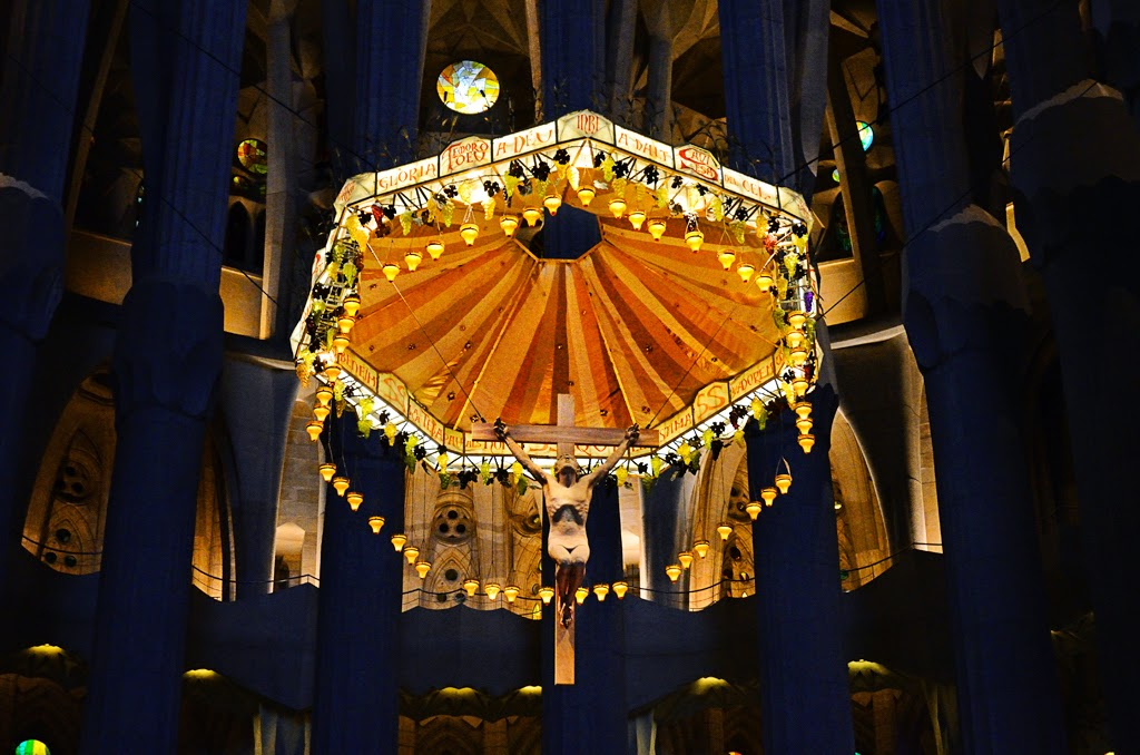 Canopy and Christ on the cross, Sagrada Familia [enlarge]