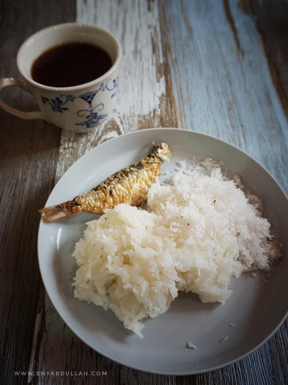 Tips masak pulut, pulut tanak, sukatan air beras pulut, cara masak pulut, pulut kukus, pulut ikan kering