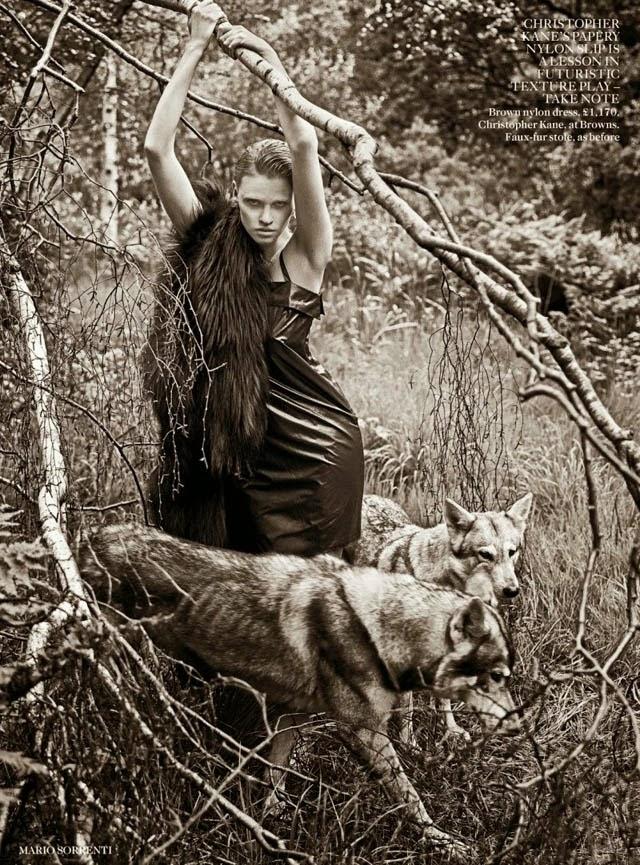 Lara Stone wolves Vogue