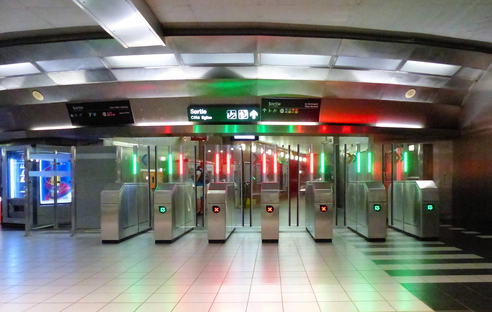 """Station Métro """"Tourcoing Centre"""" - Portiques"""