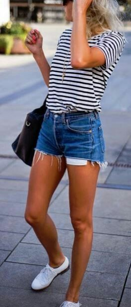 simple outfit idea: top + shorts + bag
