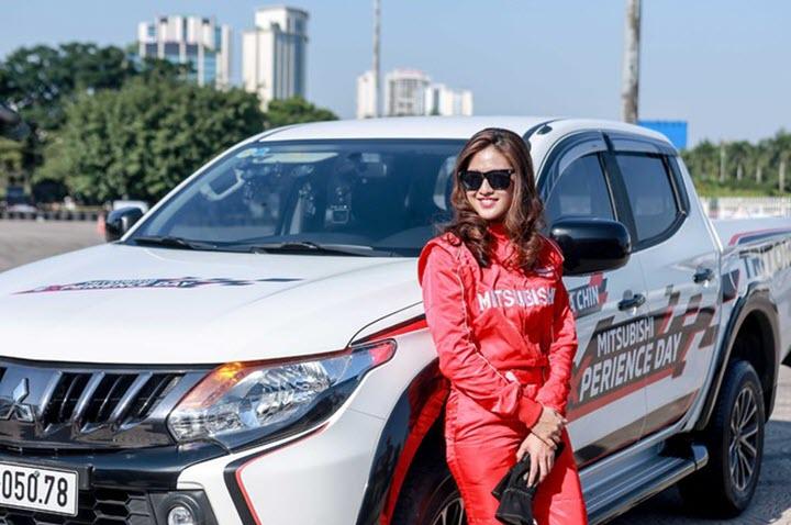 Đừng lấy tính 'đàn bà' ra dè bỉu phụ nữ lái ô tô!