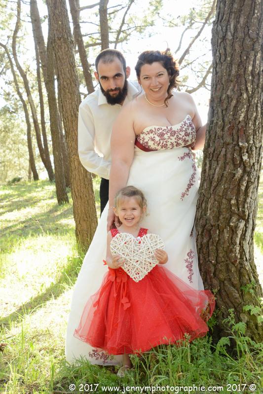 portrait mariés famille couple et coeur en osier