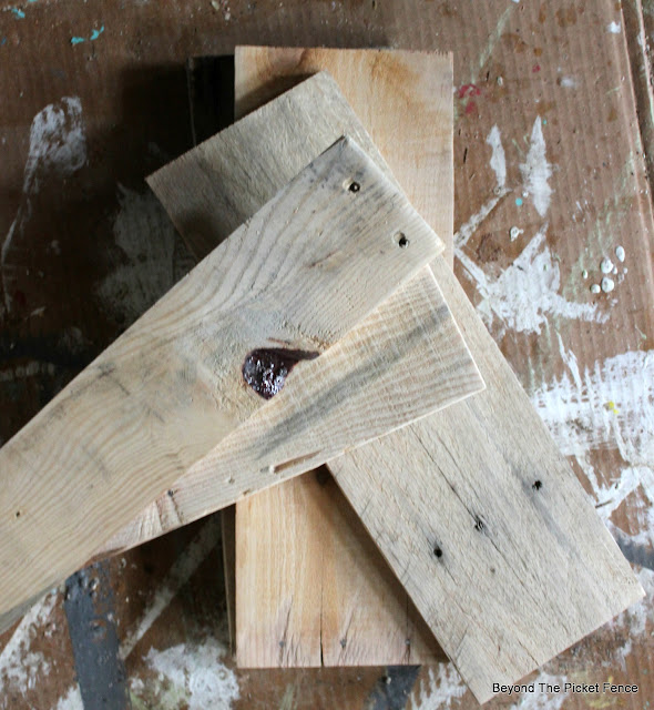 pallets plant stand step stool DIY //bec4- & Beyond The Picket Fence: Pallet Plant Stepstool DIY islam-shia.org