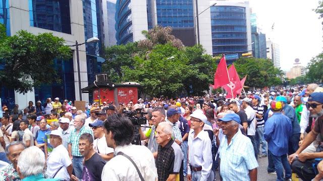Trabajadores protestarán el 15 de mayo para pedir renuncia de Maduro