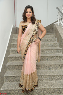 Shilpa Chakravarthy in Lovely Designer Pink Saree with Cat Print Pallu 036.JPG