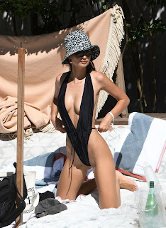 Emily-Ratajkowski-in-a-very-revealing-monokini-while-on-vacation-in-Miami.-a7fcmij5mh.jpg