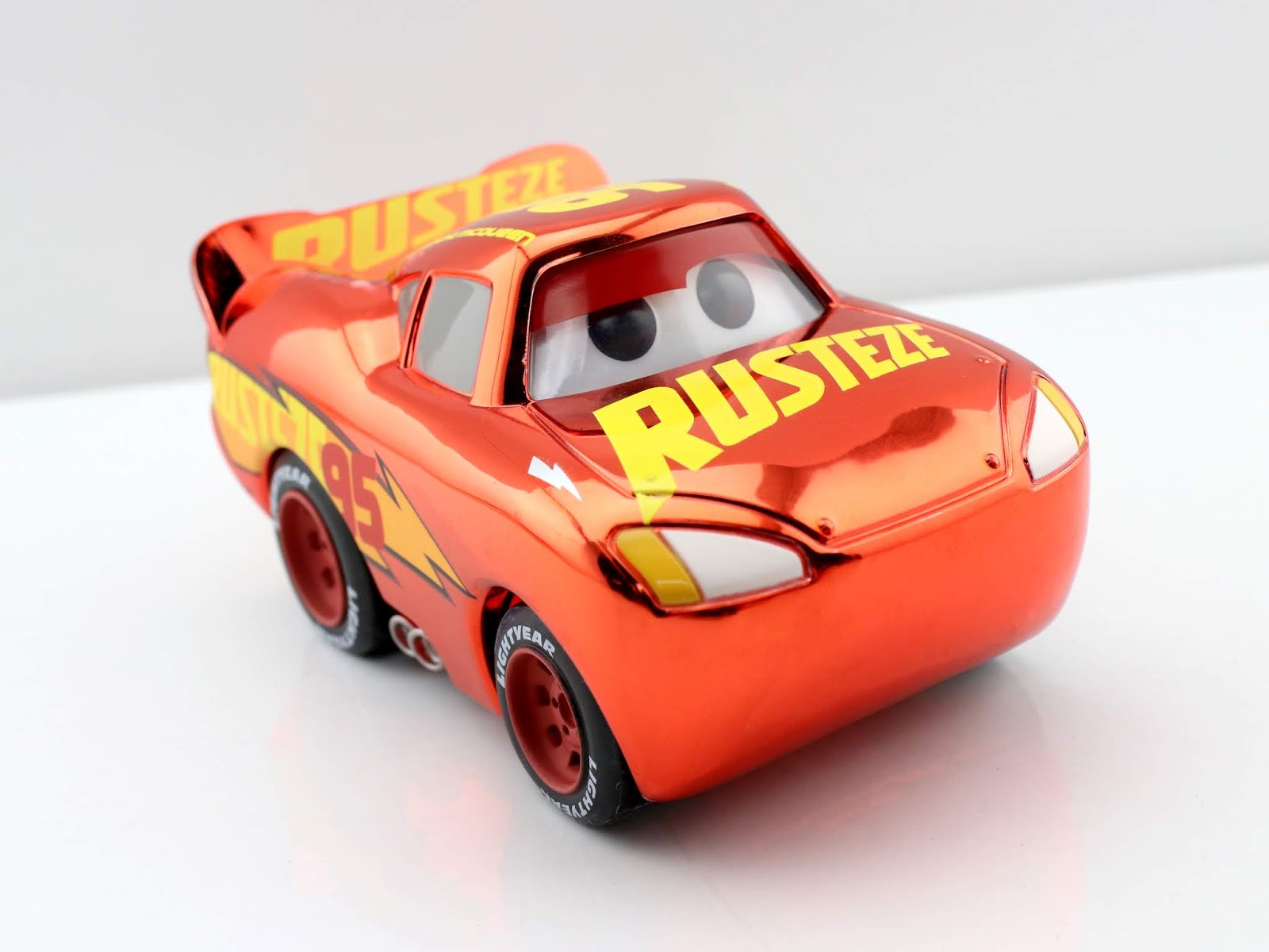 cars 3 funko pop target exclusive lightning mcqueen